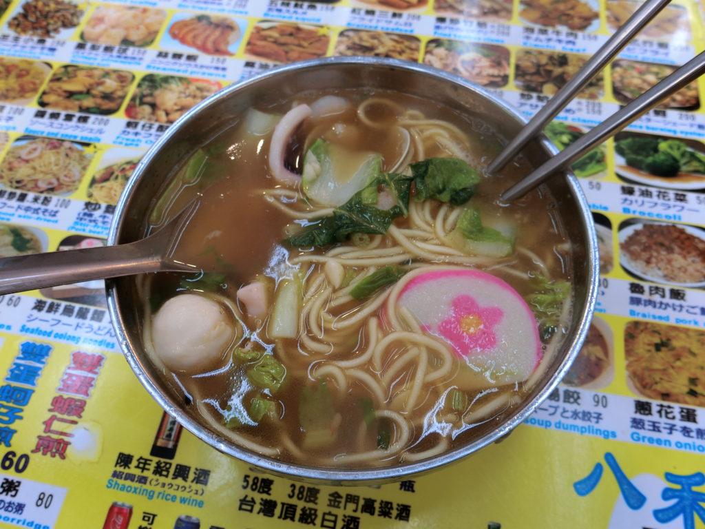 美食街のお店の海鮮麺
