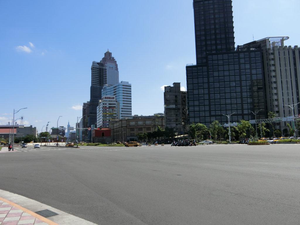 北門駅周辺の巨大な交差点