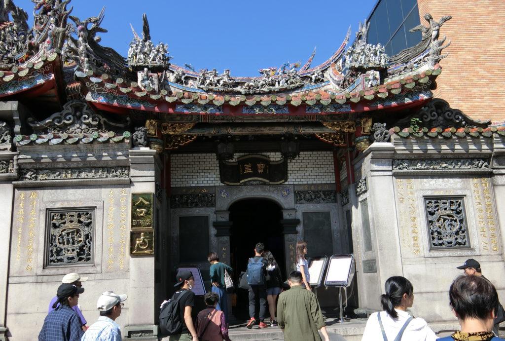 龍山寺の入口