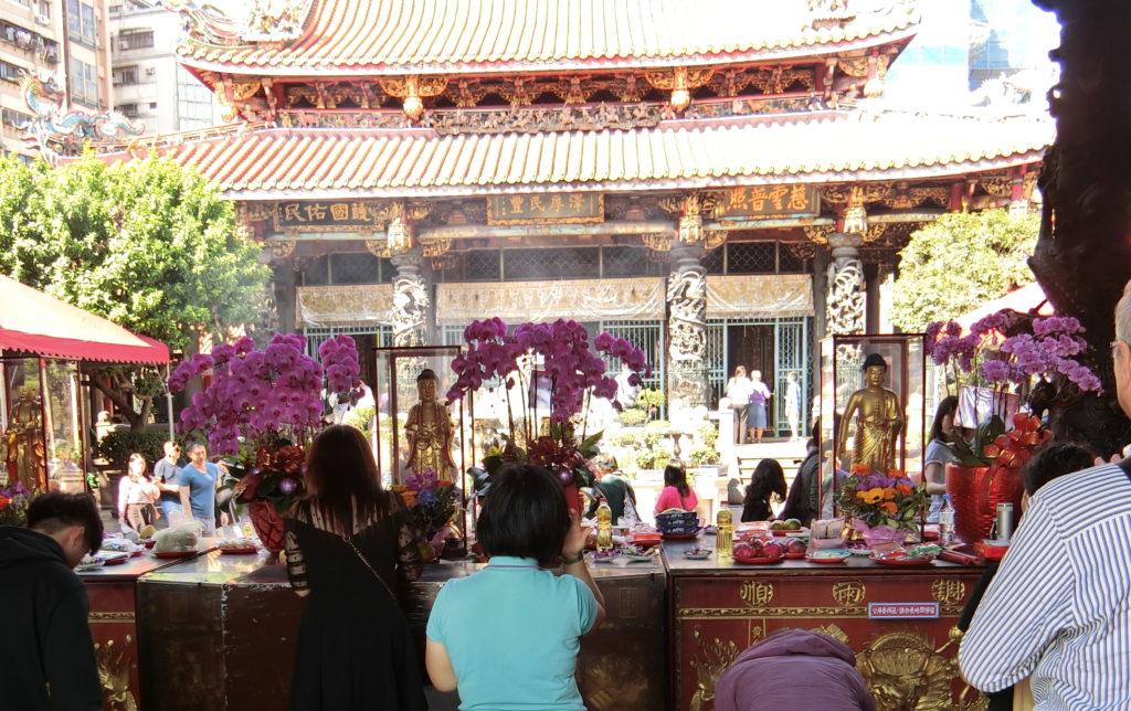龍山寺の境内