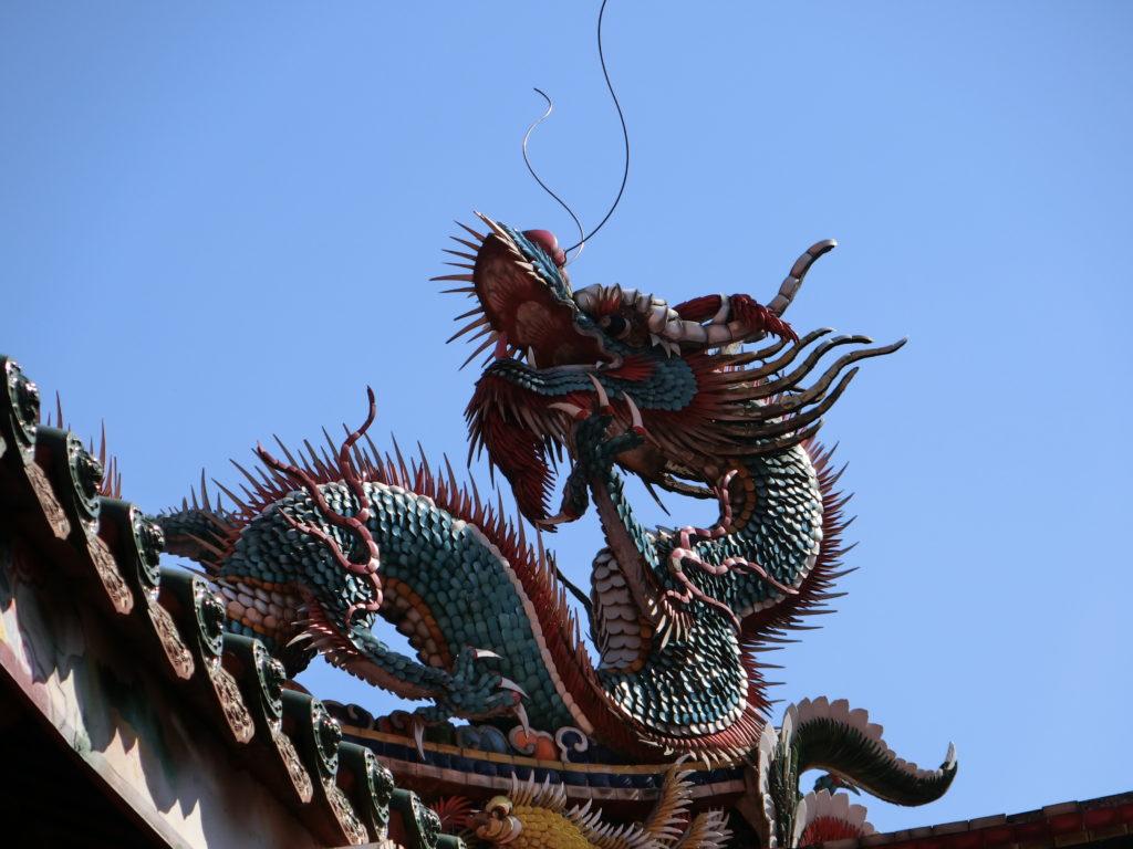 龍山寺の屋根の龍