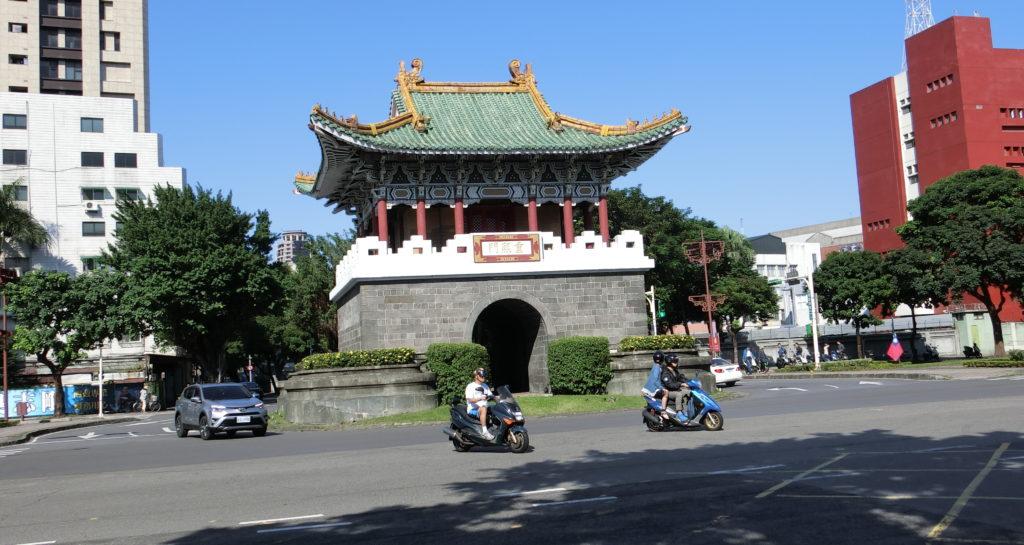 龍山寺と中正紀念堂の間にあるロータリー交差点