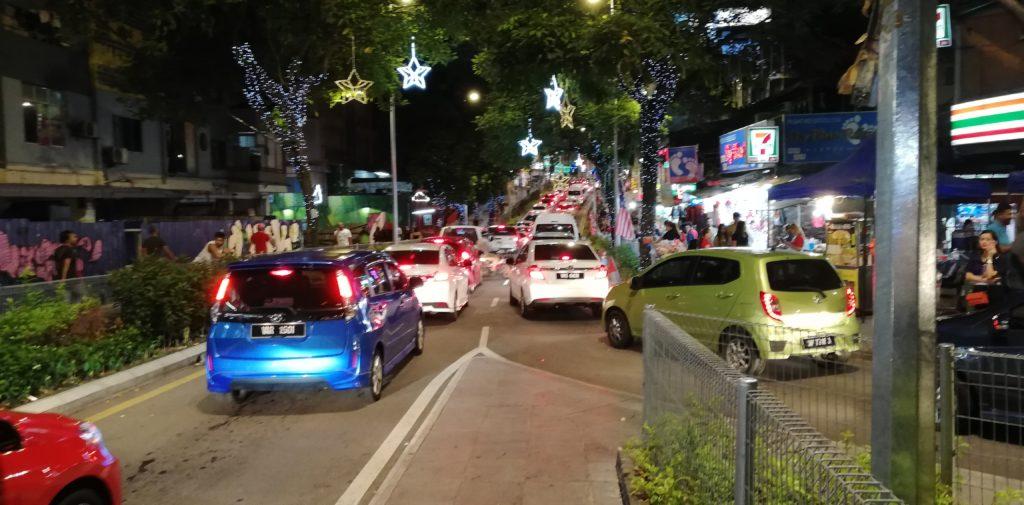 夜のクアラルンプールの渋滞