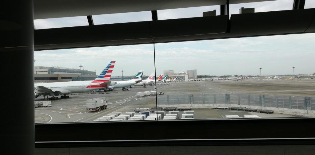 搭乗ゲートに向かう途中の窓からの景色