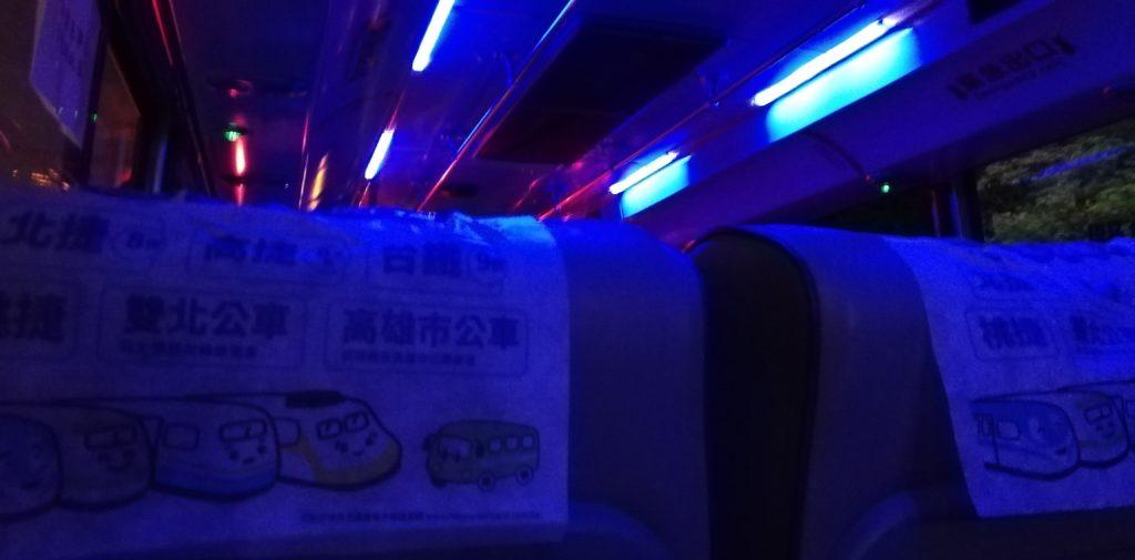 松山駅から九份行きバスの車内の電灯