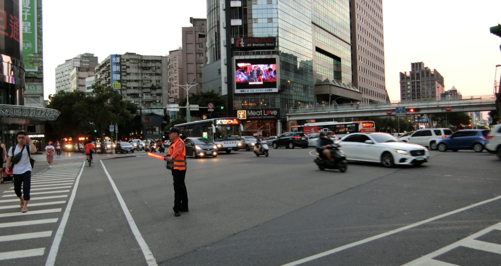 台北101の近くの交差点