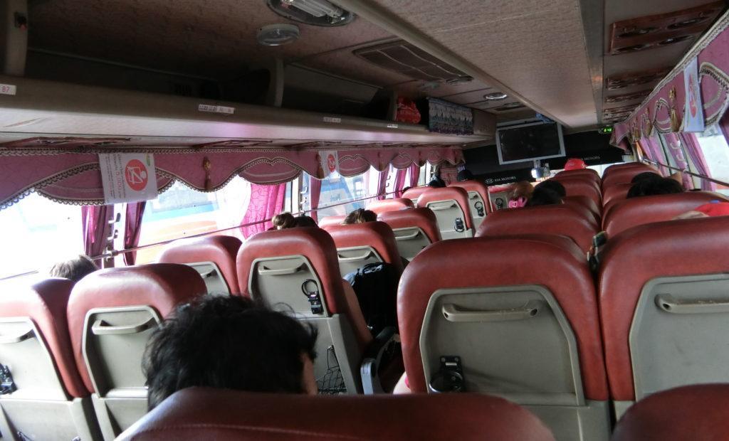 トランスポート社のバスの車内