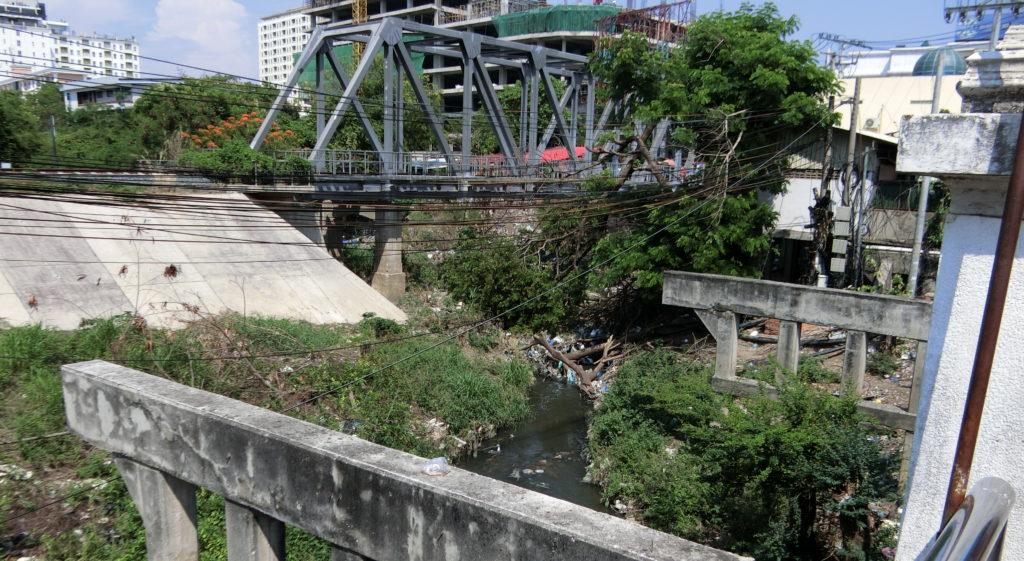 タイ・カンボジア国境の川もしくは水路