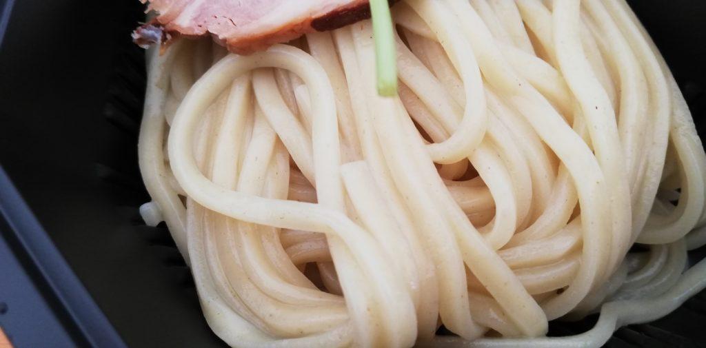 豚オンリーの濃厚つけ麺の麺