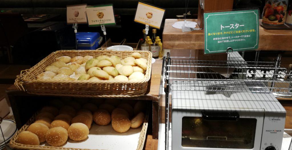 ステーキガストのパン