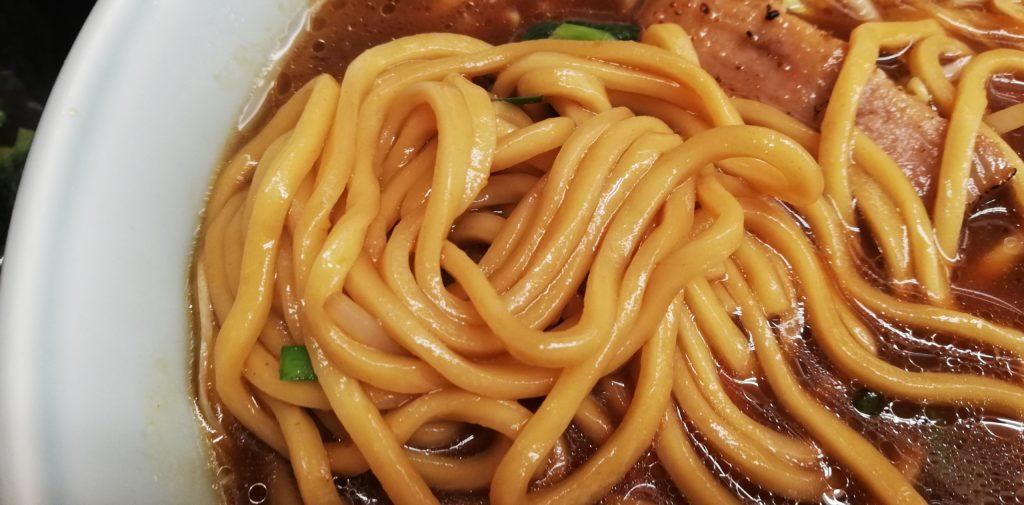 豚バラ生姜醤油らーめんの麺