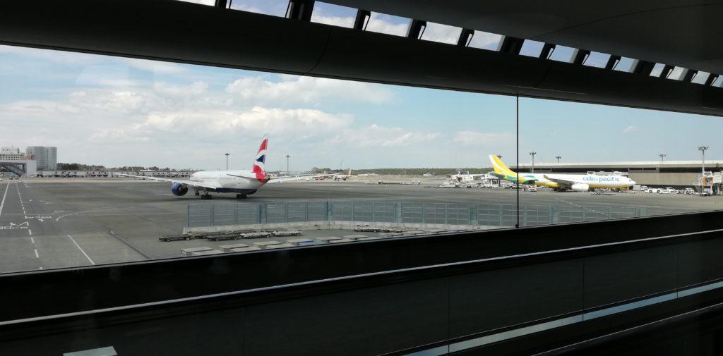 成田空港に停まる飛行機