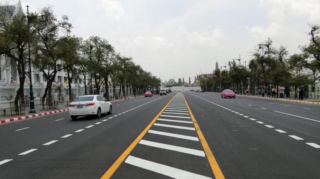 王宮近くの道路