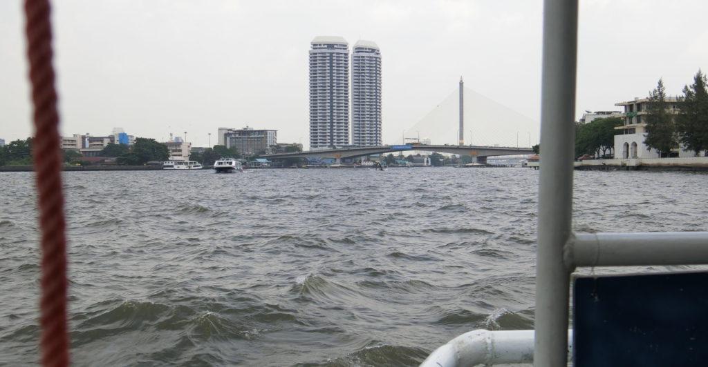 チャオプラヤー川の船上