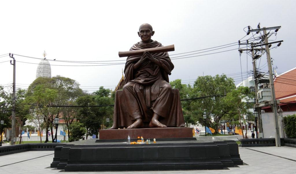 ワット・ラカン コーシッターラームの銅像
