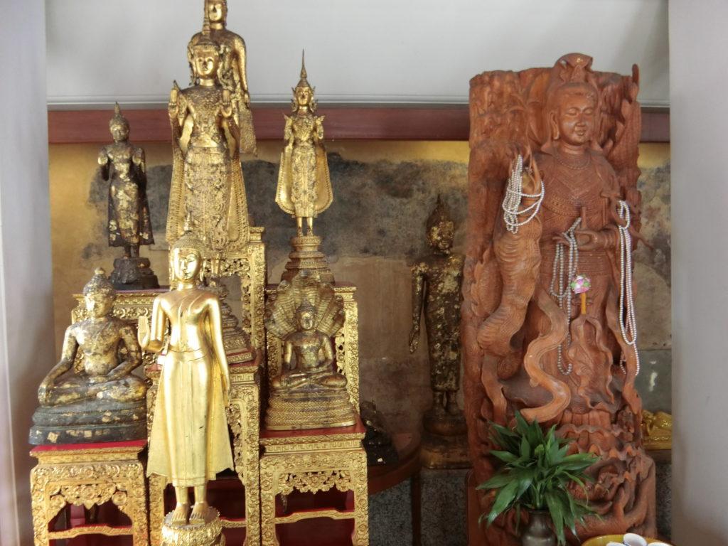 ワットポー内の仏像