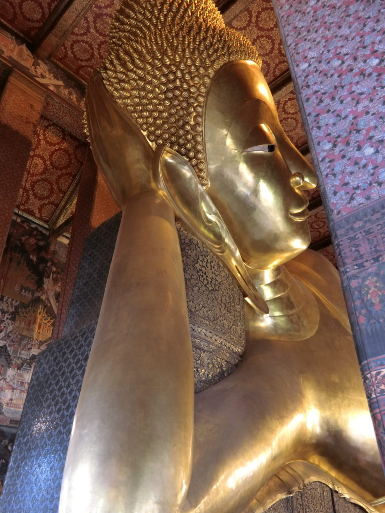 ワットポー、涅槃像の頭部分