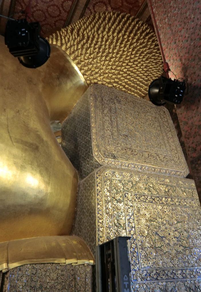ワットポーの涅槃像の後ろ頭