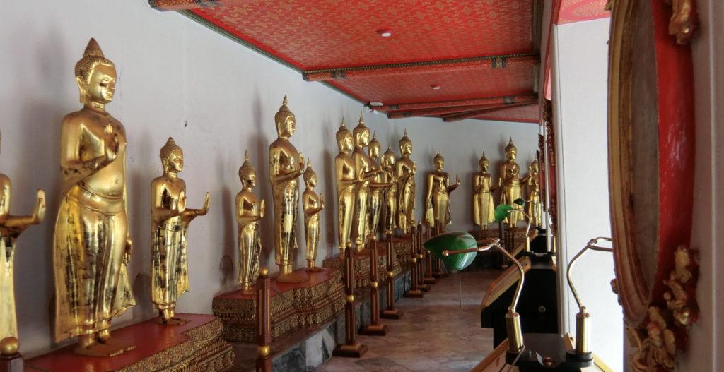 ワットポーの金の仏像
