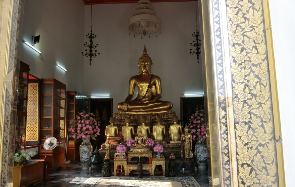 ワットポーの金の仏像②