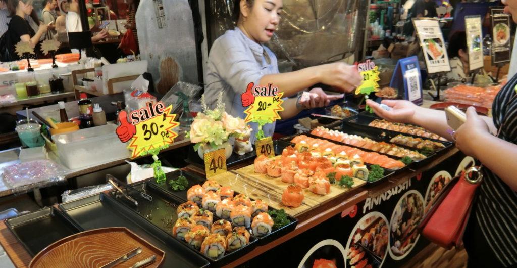 タラート・ロットファイ・ラチャダーの寿司屋