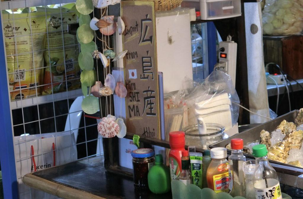 タラート・ロットファイ・ラチャダーの広島産牡蠣を販売するお店