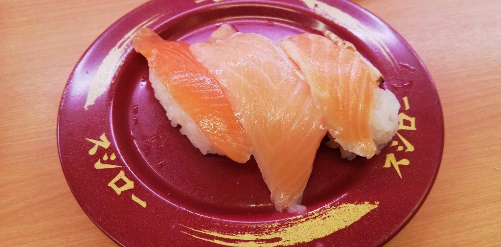 スシローのサーモン3貫盛り(ジャンボとろサーモン・焼とろサーモン・サーモン)