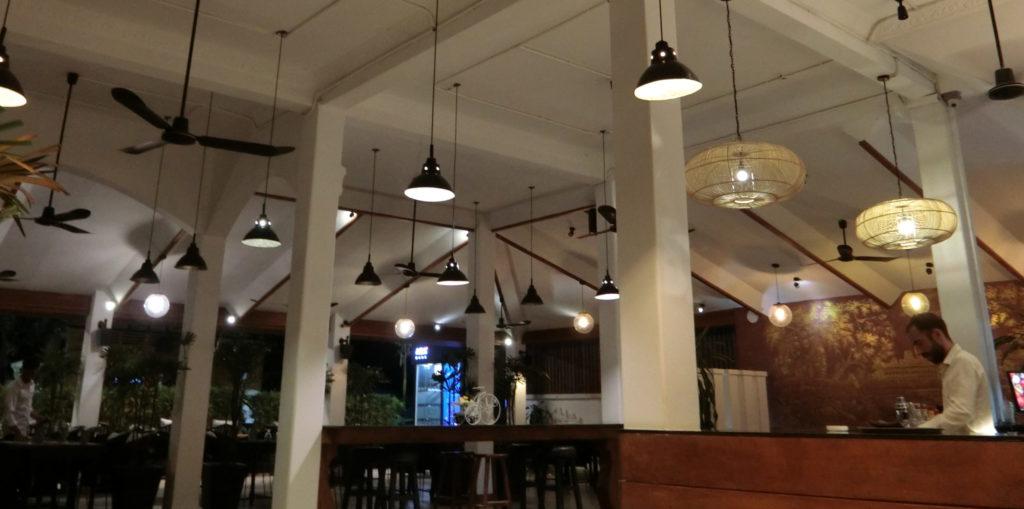 シェムリアップのサラサラホテル(Salasara Hotel)の朝食会場兼バー