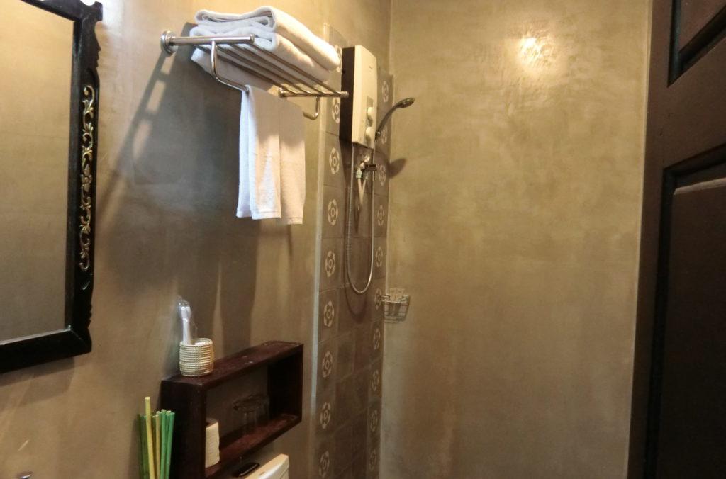 シェムリアップのサラサラホテル(Salasara Hotel)、スーペリアダブルルームのバスルーム
