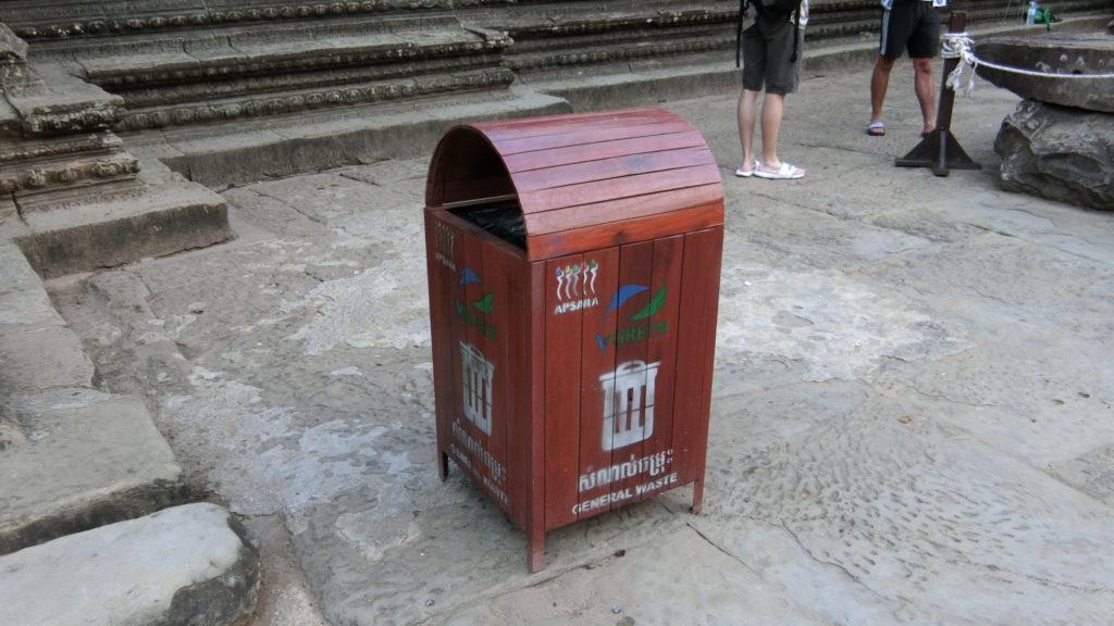 アンコールワットのゴミ箱