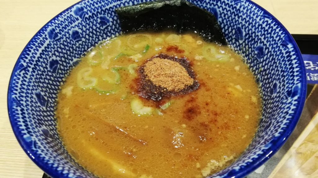 花月嵐「濃厚鶏白湯つけ麺 風雲児」のつけ汁